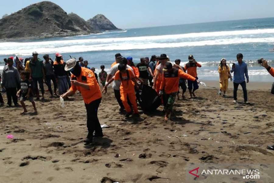 Wisatawan Terseret Ombak Pantai Payangan Jember Ditemukan