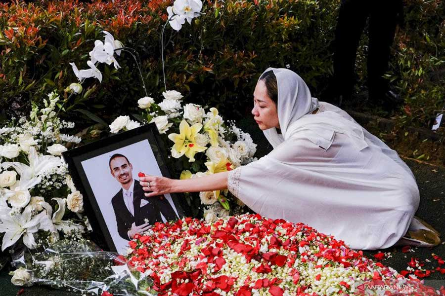 Mengenang Ashraf Sinclair Cinta Sejati Bunga Cinta Lestari Cakram Net